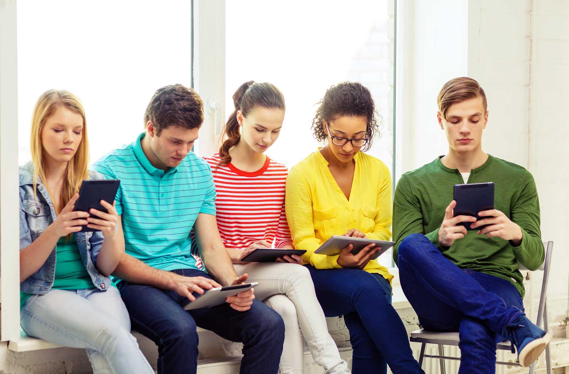Jugendliche mit digitalen Medien